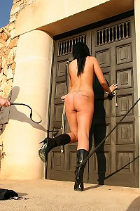 Nude girl in leather boots get whipped
